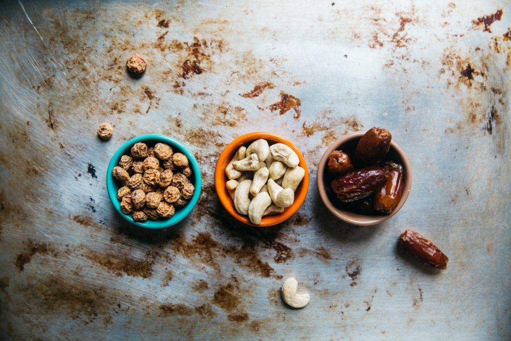 Орехи, сухофрукты и гранола