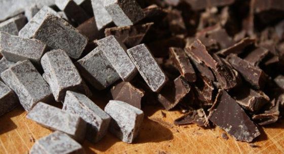 Белый серый налет на шоколаде