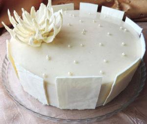 Торт с белой глазурью