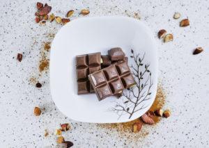 Шоколад на столе свойства