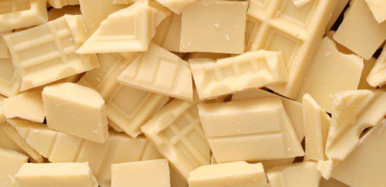 ломтики белого шоколада