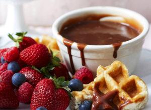 Фондю ягоды в шоколаде