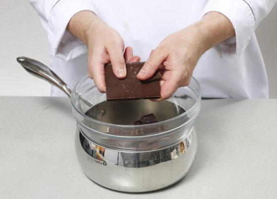 Приготовление молочного шоколада из темного