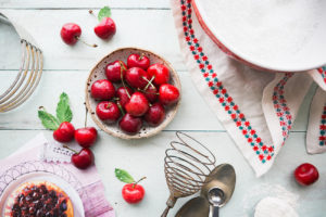Рецепт шоколадных маффинов с вишней