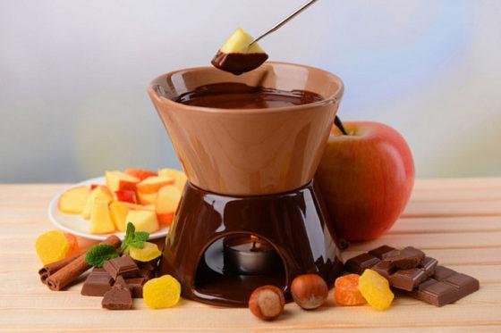 Шоколадное фондю в фондюшнице
