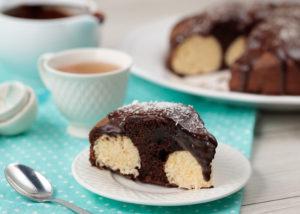 Пирог из шоколада с творожными шариками