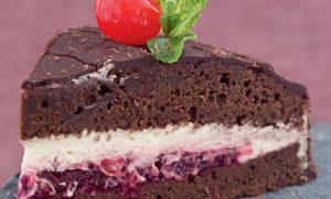 Торт с шоколадом и вишней бисквит