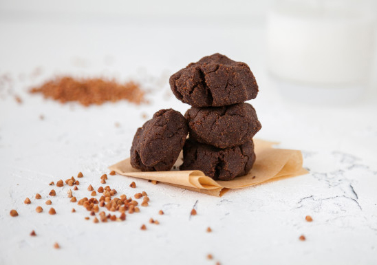 печенье из шоколада и гречки