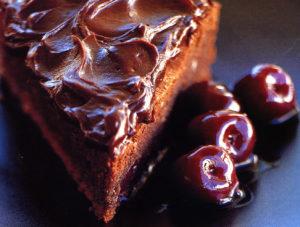 Шоколад на кипятке с вишней