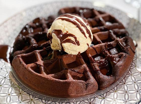 Шоколадные вафли с мороженым