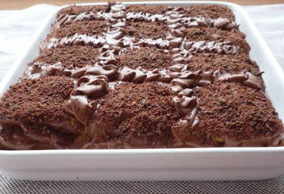 Торт из шоколадного печенья без выпечки
