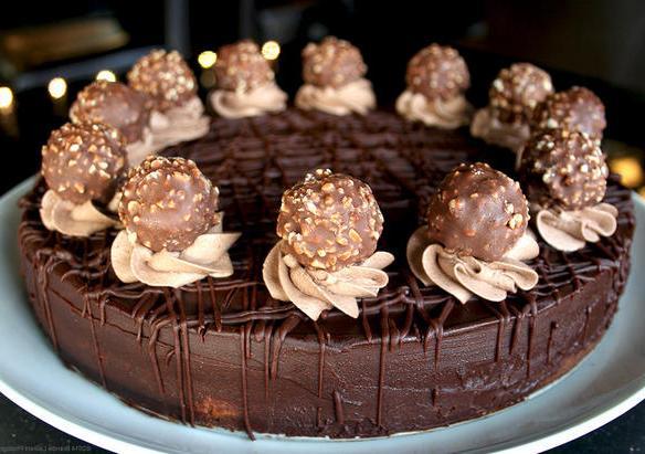 Украшение шоколадного чизкейка
