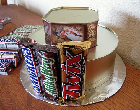 Из чего собрать конфетный торт