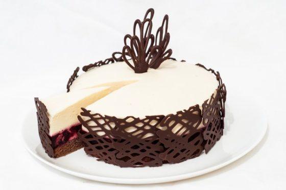 Как украсить торт по бокам