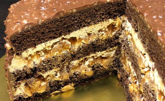 Торт Сникерс с прослойкой безе