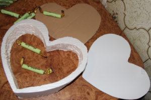 Торт из конфет в виде сердца