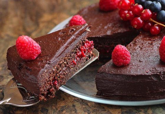 Тот с малиной и шоколадом