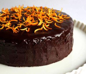 Вкусный шоколадный торт осенний